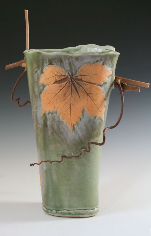 Twig and Leaf Vase in Spearmint